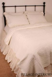 ANTIQUE WHITE MATELASSE CAL / KING QUILT COVERLET  OVERSIZED & COTTON