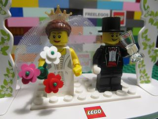 Lego 853340 WEDDING CAKE TOPPER DECOR FAVOR SET w/ BRIDE & GROOM