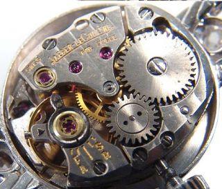 das letzte Foto zeigt eine ähnliche Uhr im gereinigten Zustand !