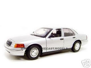 FORD CROWN VIC UNDERCOVER POLICE CAR 118 DIECAST SILVR