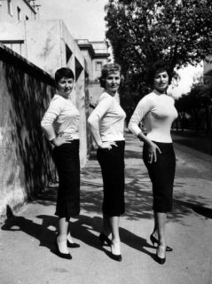 Actress Sophia Loren Posing with Her Mother and Her Sister Premium Photographic Print by Loomis Dean