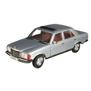 Revell Sammlermodell 08407   Mercedes Benz W 123(230E),silber im
