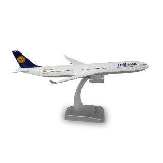 Lufthansa Airbus A330 300 1:200: Spielzeug