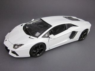 Lamborghini Aventador LP700 4 118 weiß Bburago