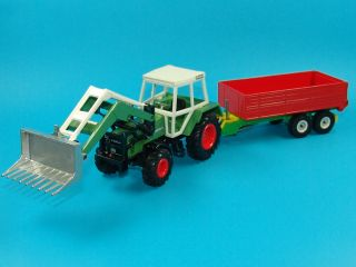 32 Siku Fendt Farmer 310 LSA Frontlader mit Ladewagen (B459)