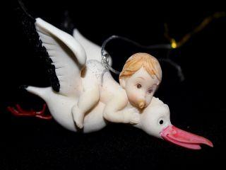 Baby auf Storch Anhänger Figur Geschenk Geburt Klapperstorch Taufe