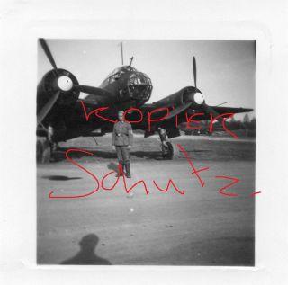 Wehrmacht Heer soldat beim Junkers JU 88 flugzeug bomber Fliegerhorst