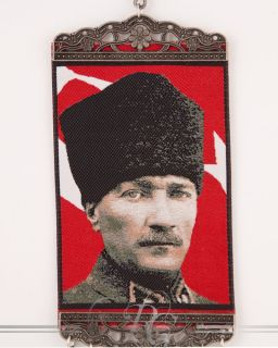Mustafa Kemal Atatürk Portrait No.3 mit Nazar Boncuk Mini Teppich