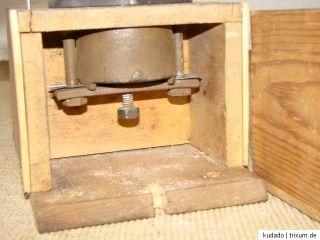 Nr.B1001 KAFFEEMÜHLE   Wand Kaffeemühle aus Holz   KAFFEE   um 1920