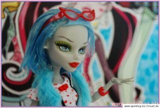Monster High Ghoulia Yelps Unikat 2   mit Kleidung und Accessoires