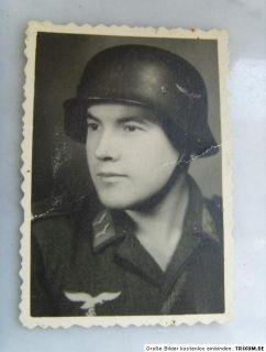 Sehr seltenes original Foto, 2. WK LW Deutscher Soldat mit Stahlhelm