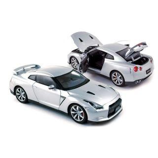 Reproduction à léchelle 1/18ème de la Nissan GTR R 35 LHD 2008