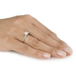 Anillo solitario de compromiso de oro 14 K con diamantes corte