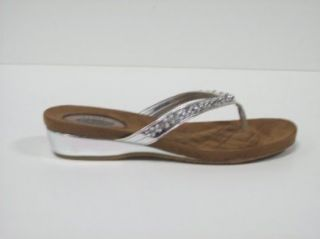 Crazy Good By Dr. Scholls Womens Odds & Ends (7, Silver): Shoes