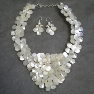 Mother of Pearl and Pearls Exquisite Focus Jewelry Set (3 8 mm