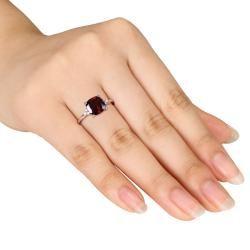 Miadora 10k Yellow Gold Garnet and Diamond Accent Ring (H I, I2 I3